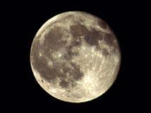 La lune brille brillamment dans le ciel Photo libre de droits