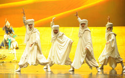 La lune musulmane de ballet de frères-Hui au-dessus de Helan Photographie stock