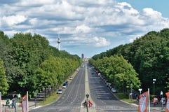 La lunga strada al tor di Brandenburger fotografia stock libera da diritti