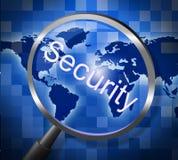La lupa de la seguridad representa la investigación asegurada y busca Foto de archivo libre de regalías