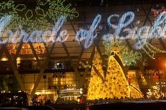 La luz adorna hermoso en la celebración 2017 del árbol de navidad Fotografía de archivo libre de regalías