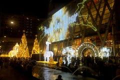 La luz adorna hermoso en la celebración 2017 del árbol de navidad Fotografía de archivo