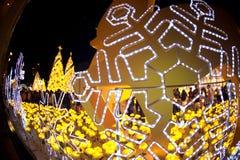 La luz adorna hermoso en la celebración 2017 del árbol de navidad Foto de archivo