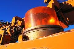 La luz amarilla de la sirena en industrial equipa. Imagen de archivo libre de regalías