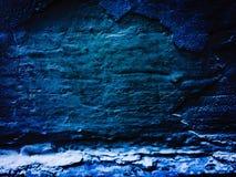 La luz azul del dork en la pared Fotos de archivo libres de regalías
