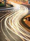 La luz de la carretera de circunvalación de la ciudad arrastra noche en Shangai Fotos de archivo