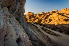 La luz de la tarde en rocas en Vasquez oscila el parque del condado, en el Agua Dul Imagenes de archivo