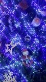 la luz de la Navidad es tiempo muy bonito y feliz Foto de archivo libre de regalías