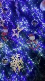 la luz de la Navidad es tiempo muy bonito y feliz Foto de archivo