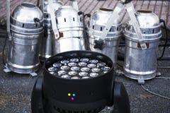 La luz de plata y la cabeza móvil rgb del punto llevaron el sistema en la preparación de la etapa fotografía de archivo