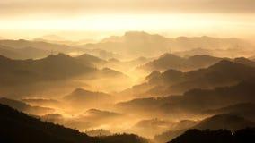 La luz del sol está pasando a través del valle Fotos de archivo