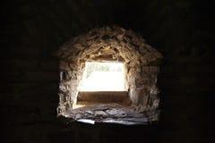 La luz en el extremo del túnel, ventana imagen de archivo libre de regalías