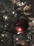 La luz nebulosa mágica de la Navidad fotos de archivo
