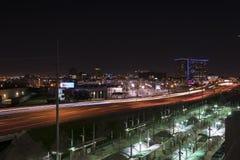 La luz se arrastra en la carretera I-35 en Dallas de Victory Station Fotos de archivo libres de regalías