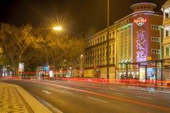 La luz se arrastra fuera del Hard Rock Cafe, Lisboa Fotografía de archivo