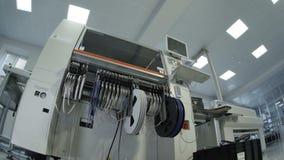 La máquina de alta tecnología especial enrolla los cables largos finos metrajes