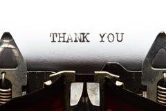 La máquina de escribir con el texto le agradece Fotografía de archivo libre de regalías