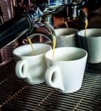 La máquina del café hace dos el café Fotografía de archivo libre de regalías