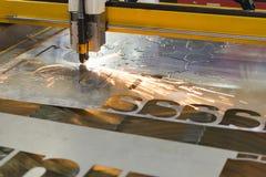 La máquina del corte del laser del CNC foto de archivo libre de regalías