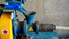 La máquina del extrusor hace el forraje de trigo y de cebada metrajes
