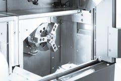 La máquina del listón del CNC, cierre hasta la acción principal Foto de archivo libre de regalías
