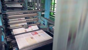 La máquina elabora en la imprenta, cierre Funcionamiento del equipo de impresión del periódico