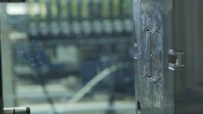 La máquina-herramienta del robot sella los detalles del metro de los tiros metrajes
