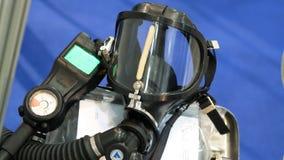 La máscara de oxígeno pone en el impulso metrajes