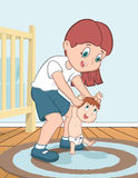 La mère enseigne son enfant à marcher Image stock