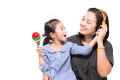 La mère et la fille chantent une chanson Photo libre de droits