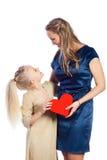 La mère et son descendant garde le coeur Photographie stock libre de droits