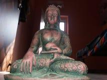 La méditation du ` s de Lord Buddha immergent l'idole Photographie stock libre de droits