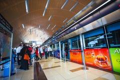 La métro de Dubaï comme ` s du monde le plus longtemps a entièrement automatisé le réseau 75 de métro Photos libres de droits