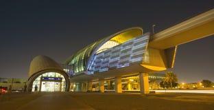 La métro de Dubaï comme ` s du monde le plus longtemps a entièrement automatisé le réseau 75 de métro Images libres de droits