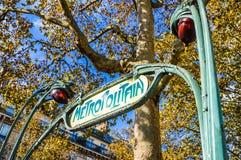 La métro signent dedans Paris Photo libre de droits