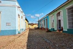 La mañana habitó la calle en Trinidad antes de la llegada del touri Fotos de archivo