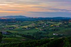 La mañana se enciende en los viñedos del Beaujolais, Beaujolais, Francia Imagenes de archivo