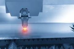 La macchina del taglio del laser di CNC Immagini Stock