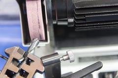 La macchina dell'affilatrice dello strumento di perforazione immagine stock libera da diritti