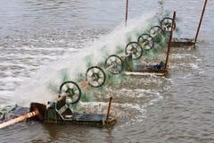 La macchina della turbina per aggiunge l'ossigeno in acqua Fotografie Stock