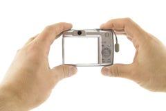 La macchina fotografica digitale in mani Fotografia Stock