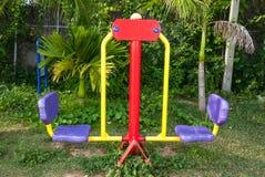 La machine d'exercice en parc public Images stock