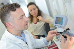 La machine d'ultrason soigne l'enquête d'usg de main images stock