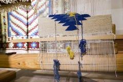 La machine de tissage pour Chiprovtsi tapisse des couvertures Photo stock