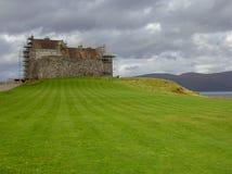 La MacLean-isla del clan del castillo de Duart de reflexiona sobre Escocia fotografía de archivo