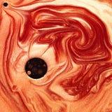 Mezcla abstracta de pigmentos rojos y anaranjados nacarados Imágenes de archivo libres de regalías
