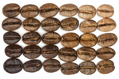 La macro dei chicchi di caffè di Brown si degrada Fotografia Stock Libera da Diritti