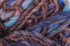 La macro texturizó el hilo del hilado de lanas del color Foto de archivo libre de regalías