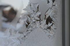 La macro vicina su delle particelle del ghiaccio struttura il congelamento della neve Immagine Stock Libera da Diritti