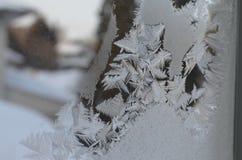La macro vicina su delle particelle del ghiaccio struttura il congelamento della neve Fotografia Stock Libera da Diritti